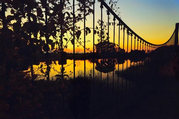 夕暮れの三重湖