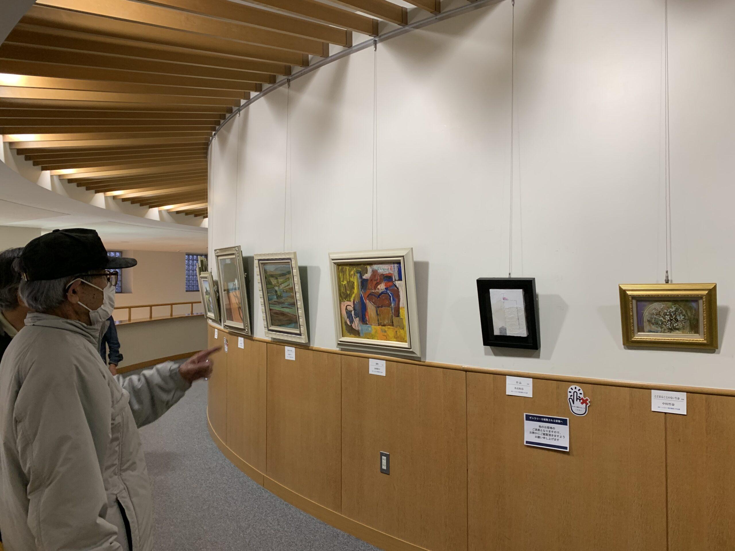 絵画サークルえのぐ箱「図書館小品展」開催しました